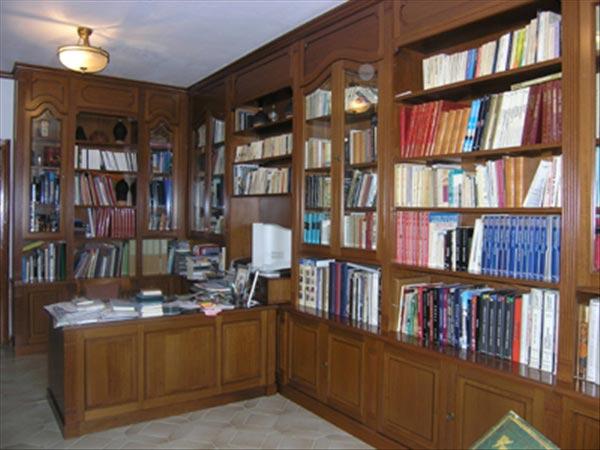 Γραφείο & Βιβλιοθήκη Οικίας